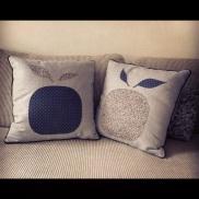 Côté face. Tissu coton gris à carreau tissu.net, tissu liberty emilia's flower, batiste encre étoiles argentées France Duval-Stalla, appliqués avec vlieseline vlisofix