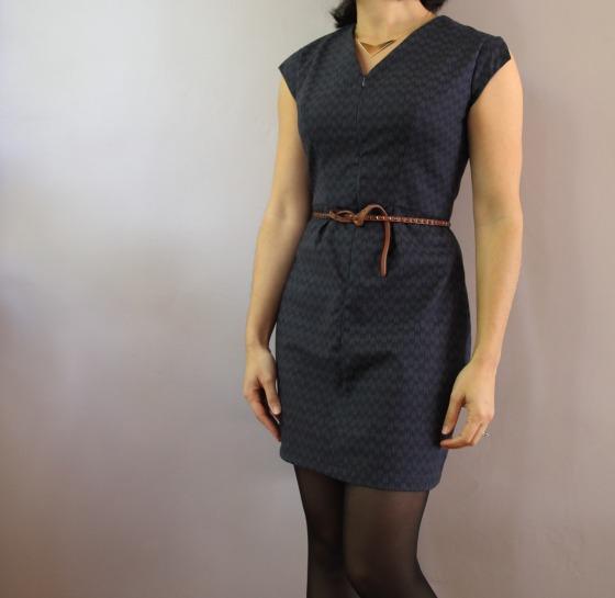Robe Mélanie de République du chiffon en tissu japonais de chez Cousette, collier Schlomit Ofir d'Un oiseau sur la branche