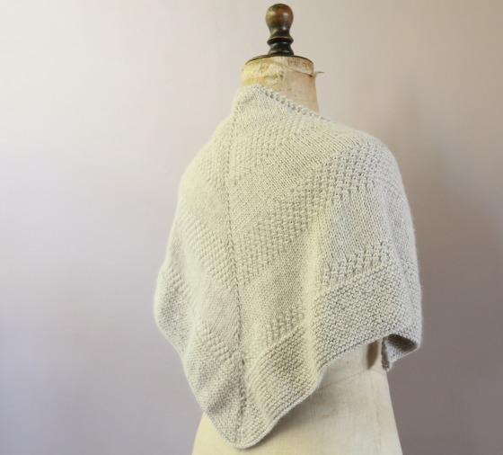 """un textured shawl en laine Katia Miski couleur """"pierre"""", 100% baby lama"""