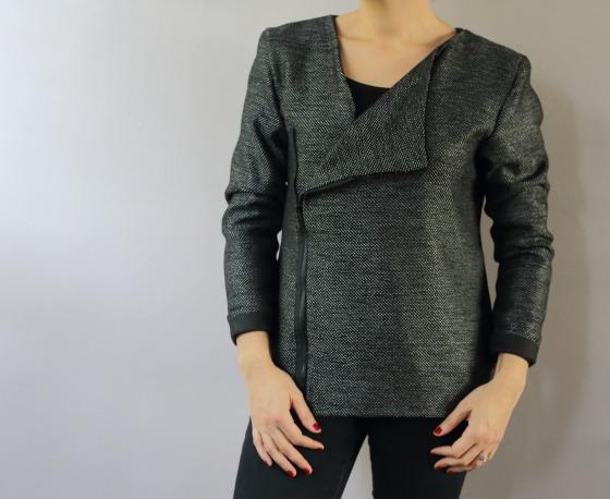Manufacture de Aime comme Marie en lainage noir et lurex, entièrement doublée et passepoilée.