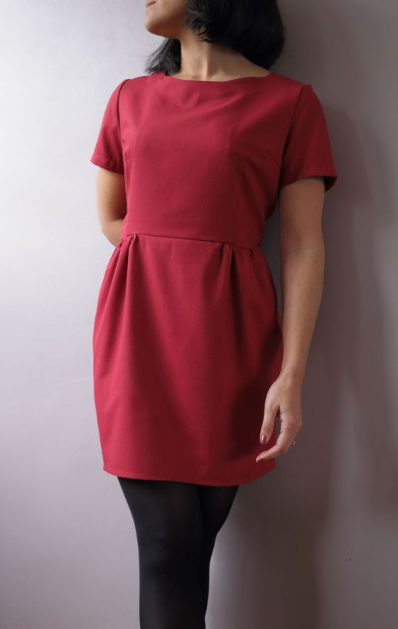 Sigma dress de Papercut patterns en twill rouge