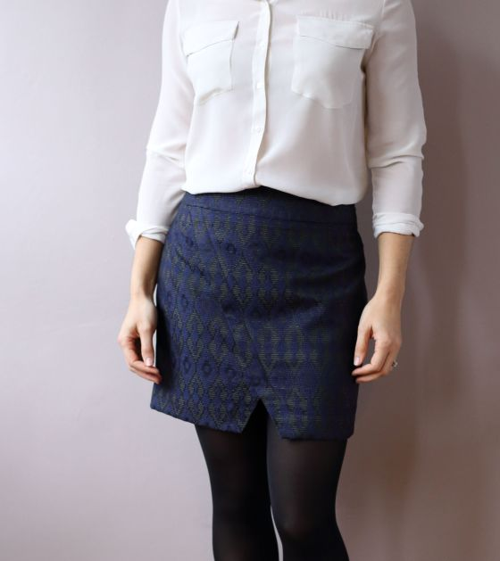 Nascha mini-skirt de Named patterns par le coussin du singe