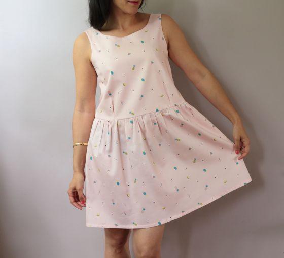 modèle de robe japonais en tissu tutti frutti Un chat sur un fil